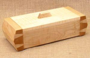 WooworksbyJohn-SlantedDovetailBox-MapleSplendor