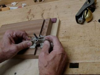 Router plane to fine tune socket