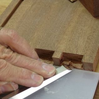 Using polyethylene to guide chisel