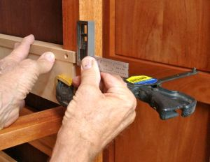 Positioning first right-hand drawer runner