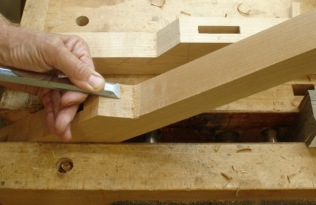 Paring chisel on angles