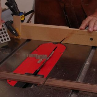Tablesaw for cutting miters