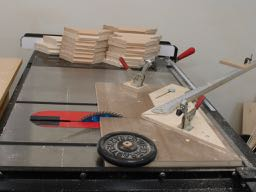 Miter jig for tablesaw
