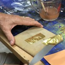 Cutting the gold leaf